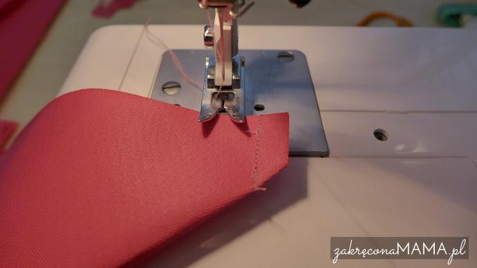 Zszycie i obcięcie rogów w drugiej, większej części materiału wierzchniego