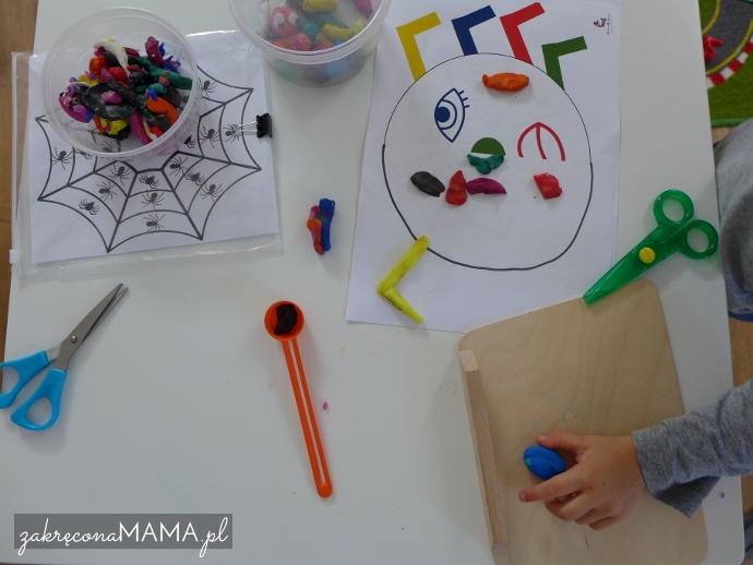 """""""Pajączek"""" Eric Carle - pomysły na zabawy - uzupełnianie symetryczne połowy pająka"""